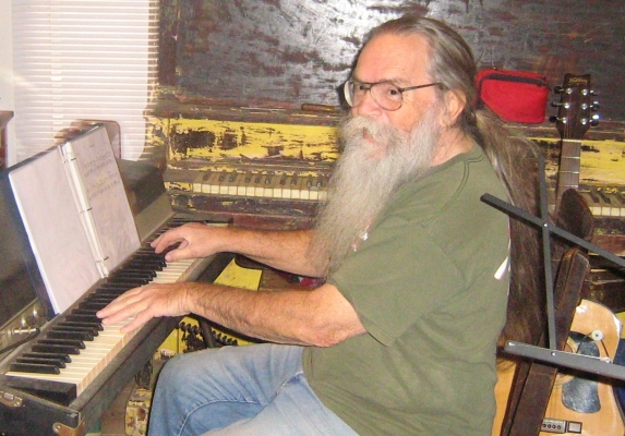Hairy_Larry-cd-560.jpg